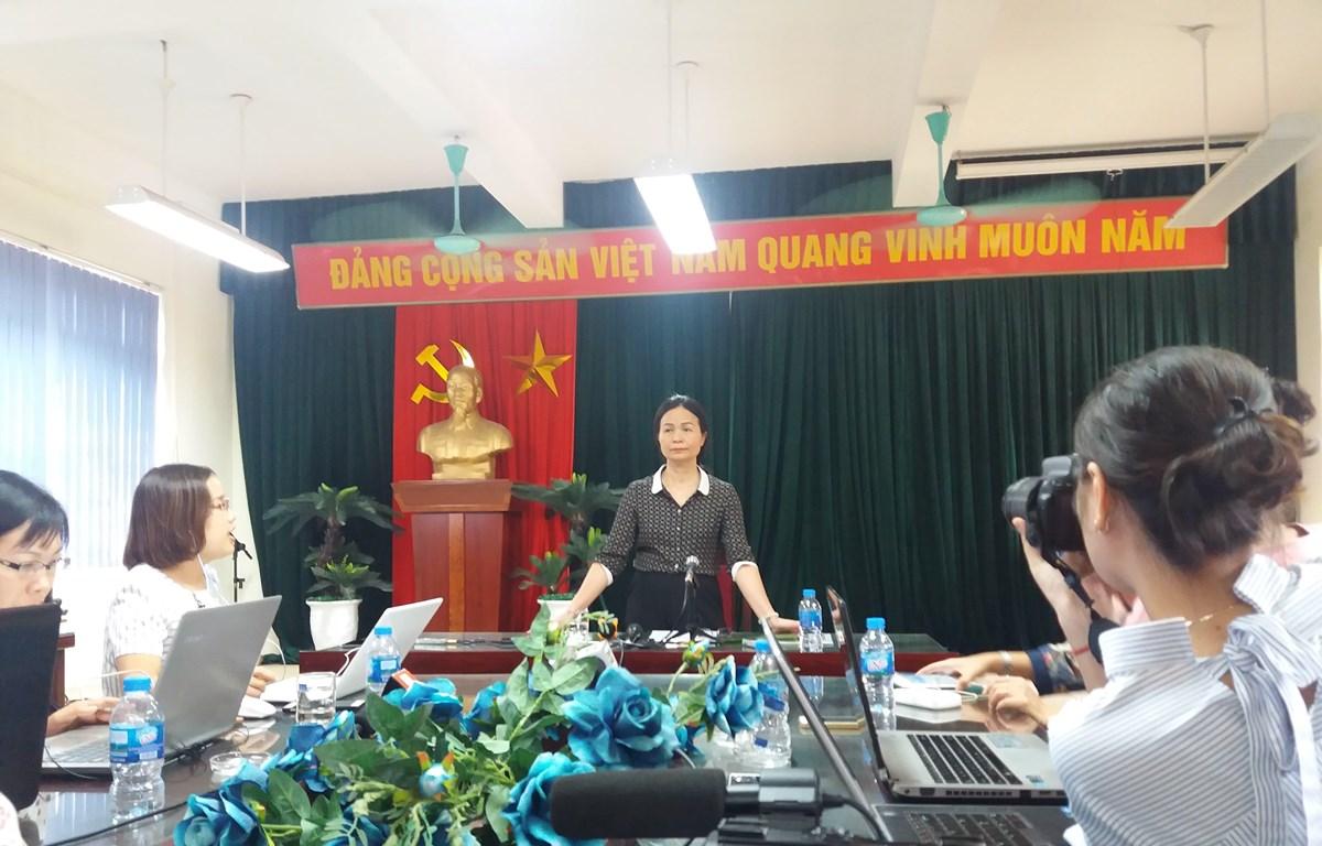 Hiệu trưởng Ngô Thị Thu Anh chia sẻ thông tin với báo chí. (Ảnh: PM/Vietnam+)