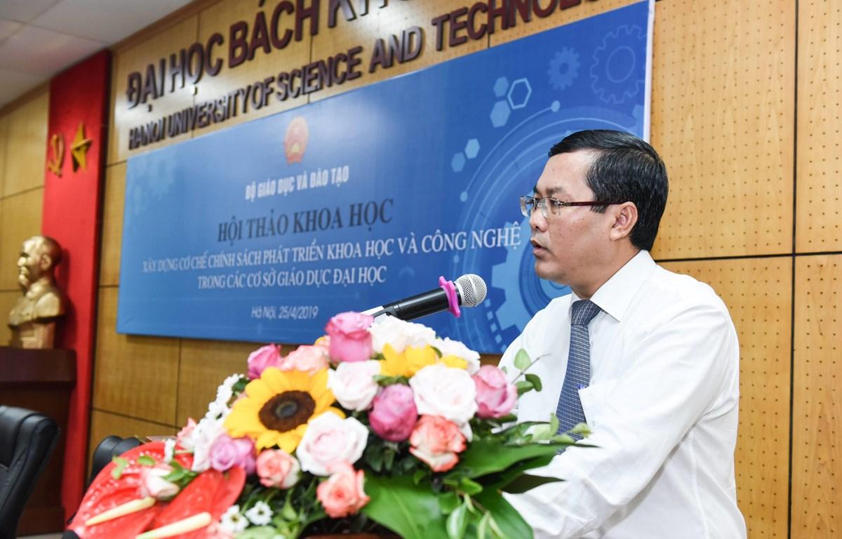 Thứ trưởng Bộ Giáo dục và Đào tạo Nguyễn Văn Phúc phát biểu chỉ đạo tại Hội thảo. (Ảnh: PV/Vietnam+)