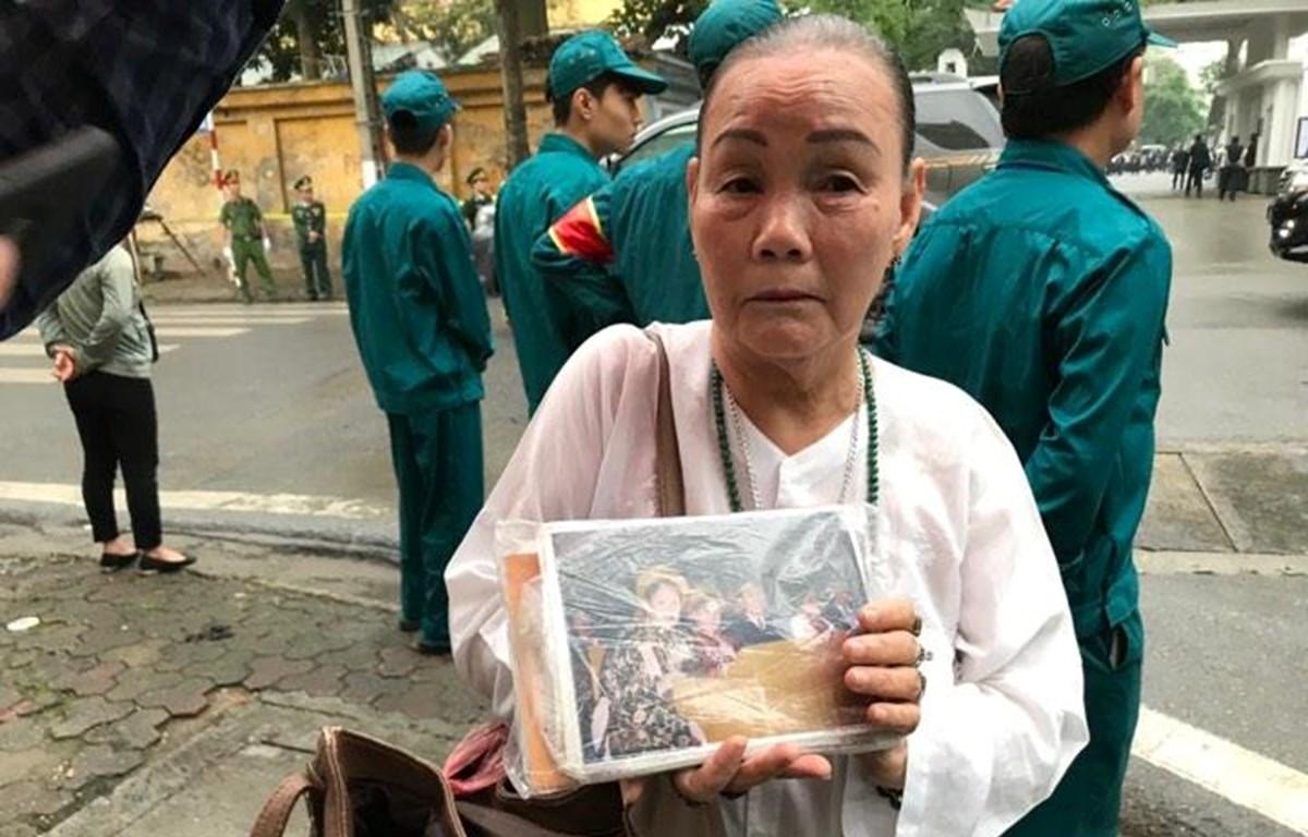Bà Mai Thị Nhật có mặt tại Nhà tang lễ Quốc gia từ sớm để xin được vào viếng nguyên Chủ tịch nước Lê Đức Anh. (Ảnh: Sơn Bách/Vietnam+)