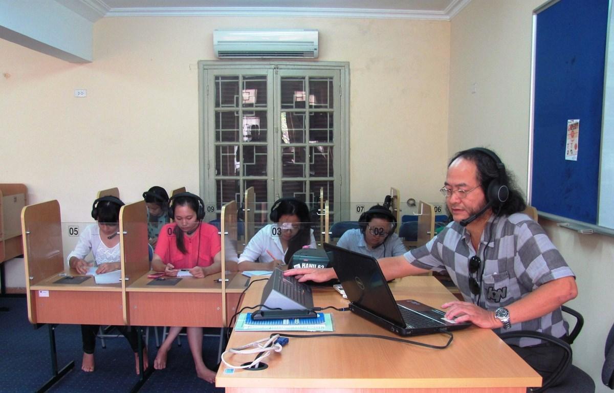 Giờ học của sinh viên và giảng viên Đại học Hà Nội. (Ảnh: Phạm Mai/Vietnam+)