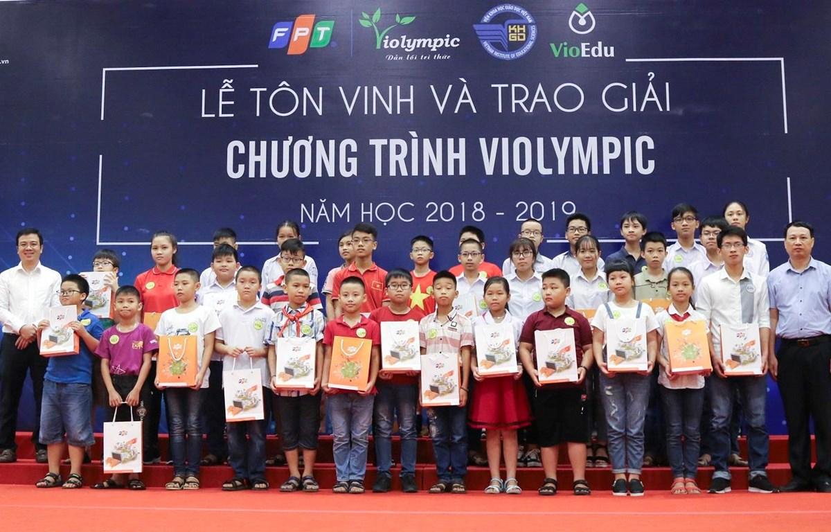 Buổi lễ đã tôn vinh và trao thưởng cho gần 400 thí sinh xuất sắc khu vực phía Bắc. (Ảnh: PV/Vietnam+)