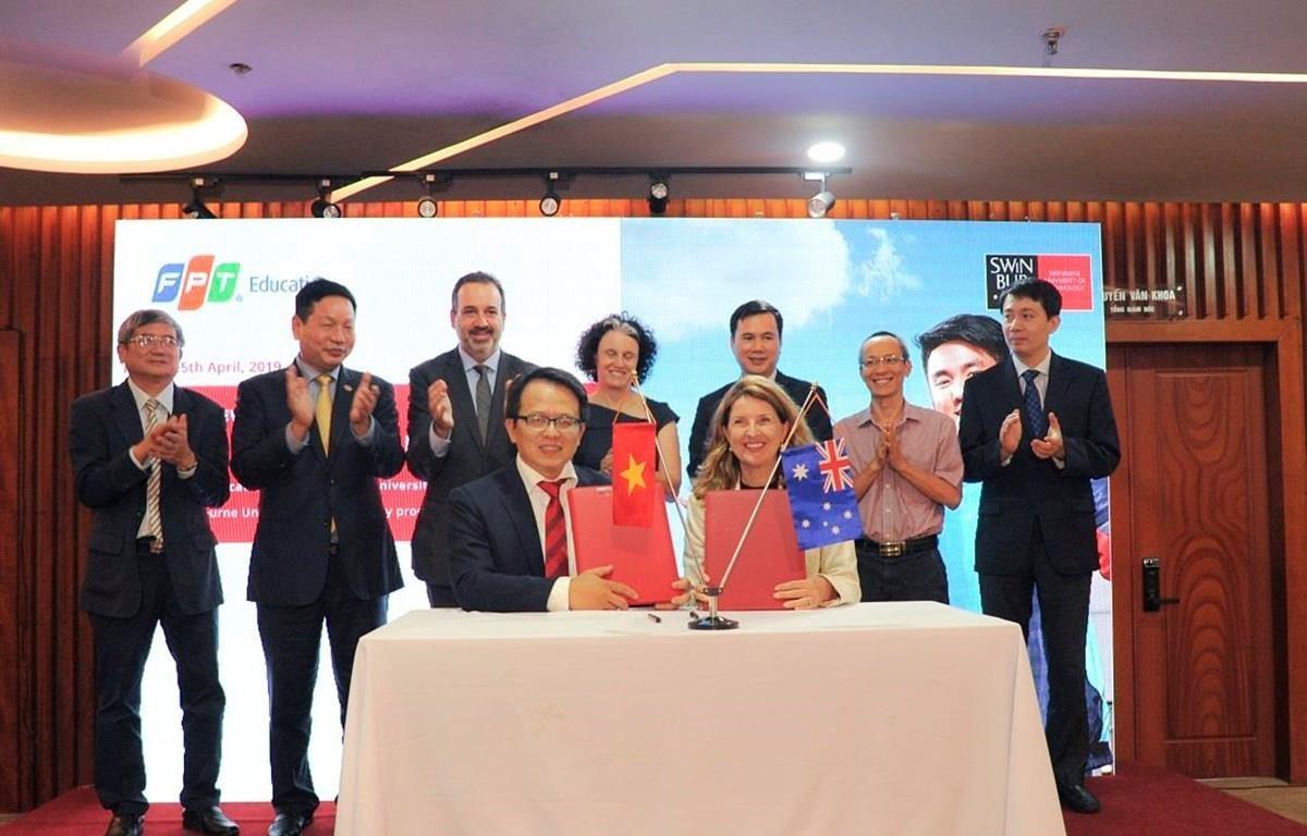Đại học FPT và Đại học Swinburne ký kết hợp tác khởi động chương trình liên kết Swinburne (Việt Nam)