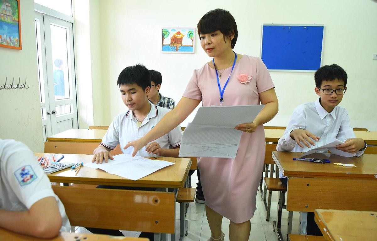 Thí sinh dự thi môn Toán. (Ảnh: Minh Sơn/Vietnam+)
