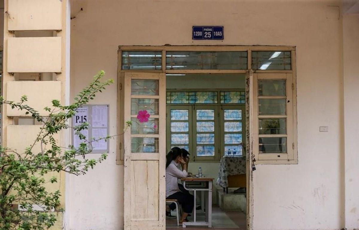 Thí sinh dự thi môn Ngữ văn vào lớp 10 tại Hà Nội. (Ảnh: PV/Vietnam+)