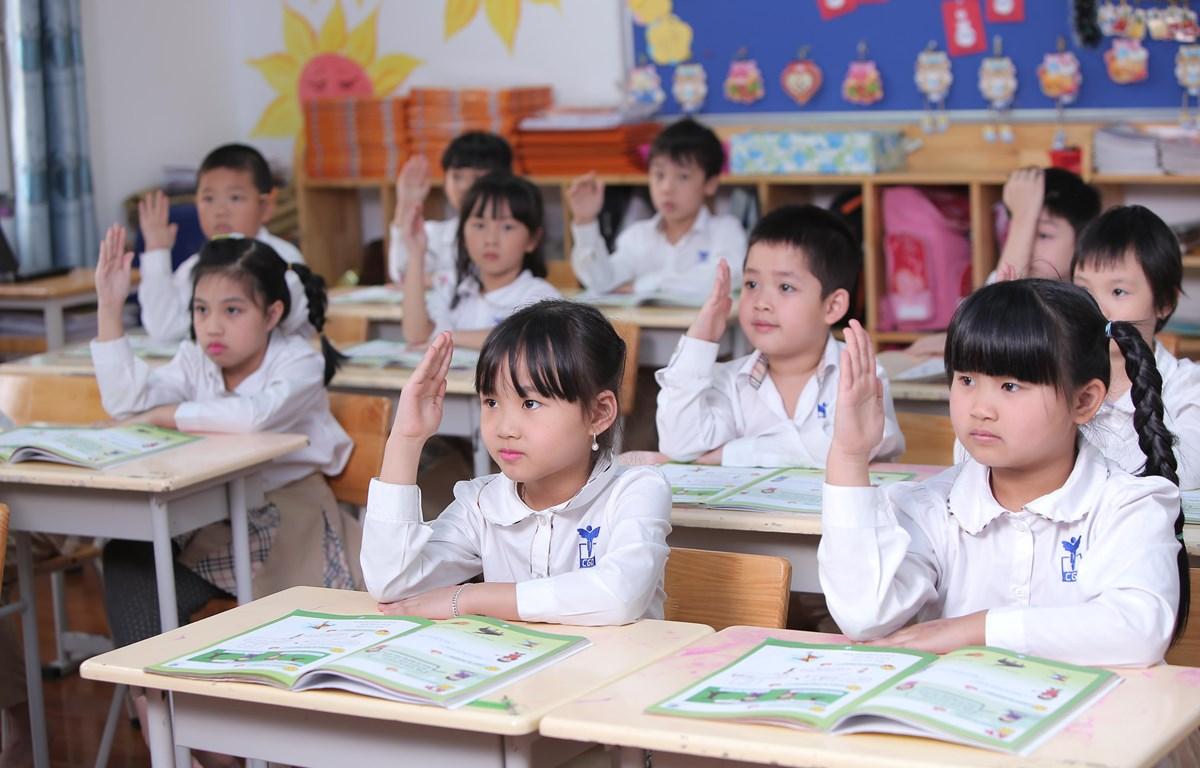 Học sinh lớp một sẽ dự thi theo hình thức phỏng vấn, học sinh lớp 2 và 3 sẽ thi thêm phần viết để xét chọn học bổng. (Ảnh: PV/Vietnam+)