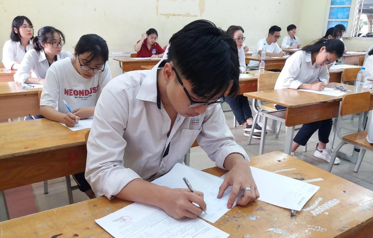Thí sinh dự thi Trung học phổ thông quốc gia 2019. (Ảnh: Phạm Mai/Vietnam+)