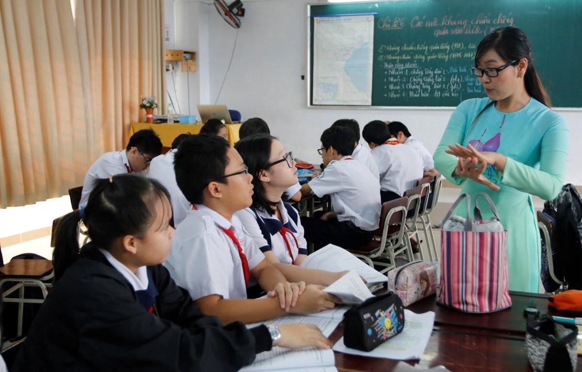 Giờ dạy môn Lịch sử của cô và trò trường Trần Đại Nghĩa, Thành phố Hồ Chí Minh. (Ảnh: Hoàng Hải/Vietnam+)