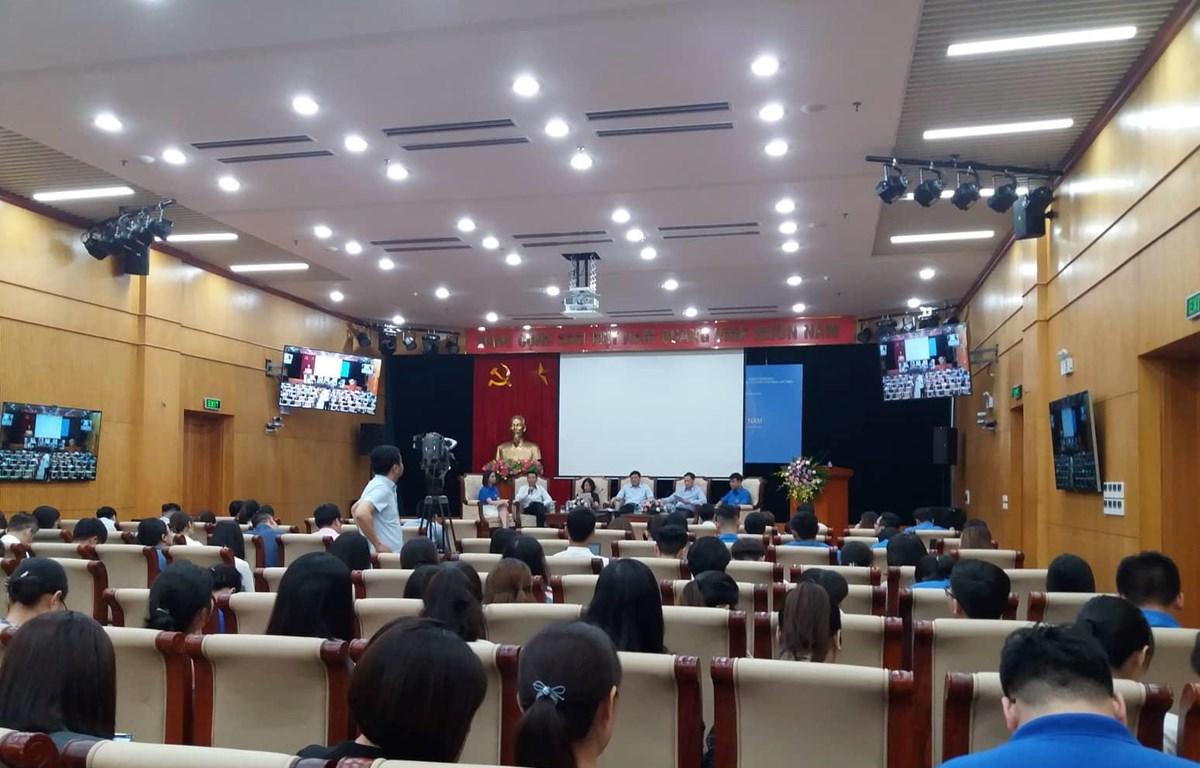 Buổi tọa đàm đã thu hút sự tham gia của đông đảo đoàn viên, thanh niên. (Ảnh: Phạm Mai/Vietnam+)