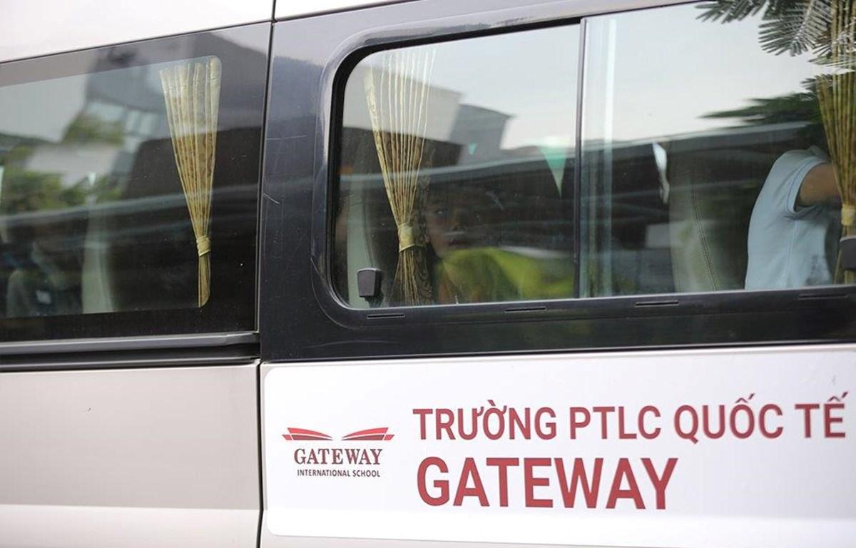 Xe đưa đón học sinh của Trường Phổ thông liên cấp Gateway. (Ảnh: Minh Sơn/Vietnam+)