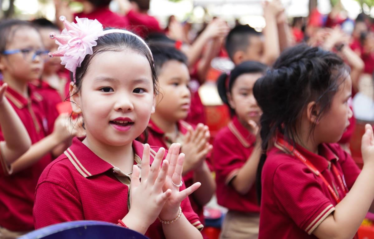 Học sinh Hà Nội trong ngày khai giảng năm học mới. (Ảnh: PV/Vietnam+)