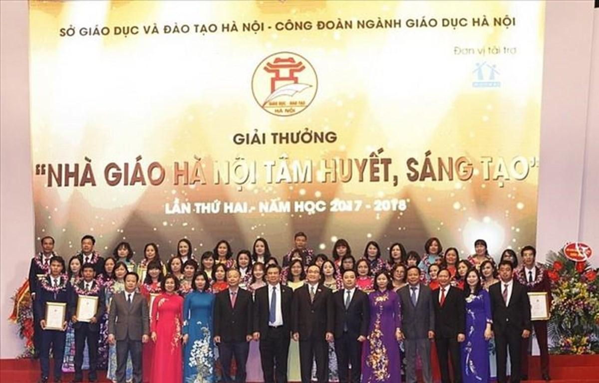 Lễ trao tặng giải thưởng Nhà giáo Hà Nội tâm huyết sáng tạo lần thứ 2 năm 2018.