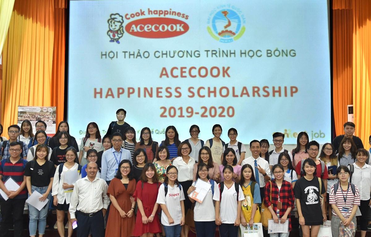 Đông đảo sinh viên đã tham gia buổi Hội thảo giới thiệu chương trình học bổng của Acecook Việt Nam tại Đại học Kinh tế quốc dân, Hà Nội. (Ảnh: PV/Vietnam+)
