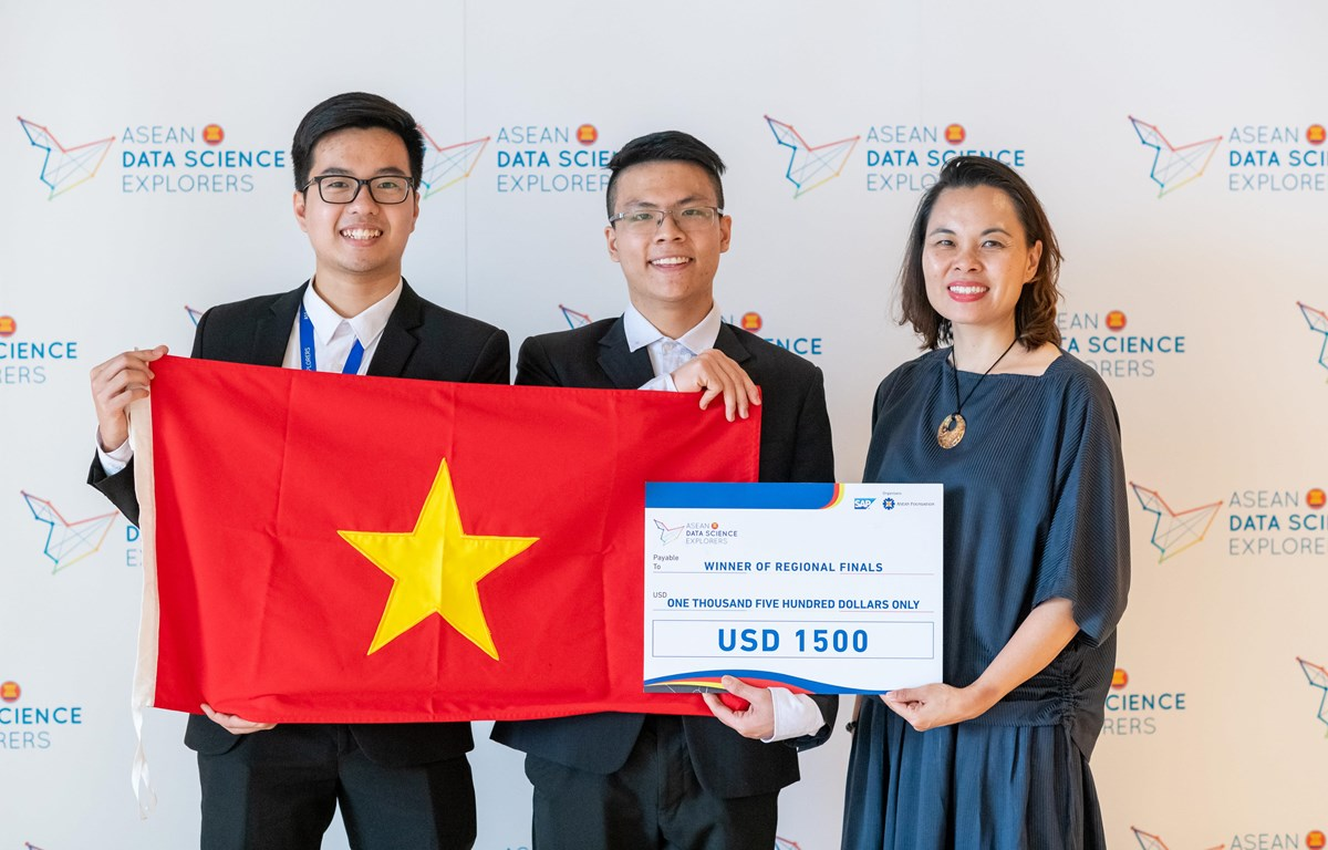 Đội AWM dành giải nhất cuộc thi. (Ảnh: PV/Vietnam+)