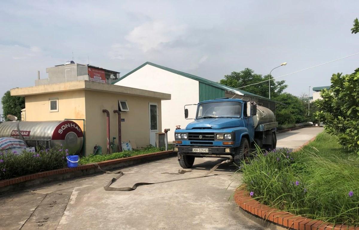 Trường Tiểu học Chu Văn An (quận Hoàng Mai, Hà Nội) chủ động mua nước sạch về phục vụ bếp ăn bán trú cho học sinh ngày 13/10. (Ảnh: Phụ huynh cung cấp)