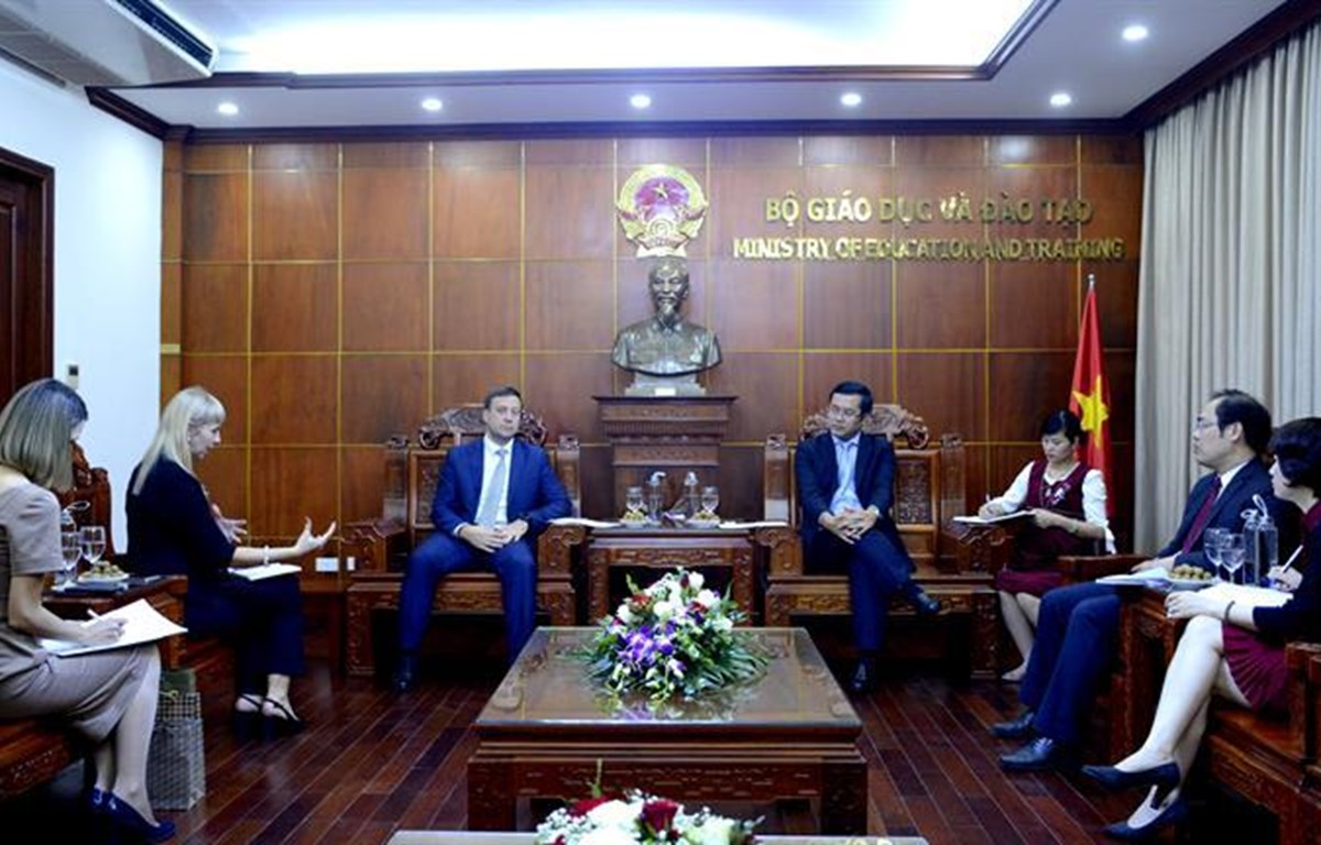 Thứ trưởng Nguyễn Văn Phúc tiếp Phó Giám đốc Cơ quan Hợp tác Liên bang Nga PA.Shvetsov. (Ảnh: Bộ Giáo dục và Đào tạo)