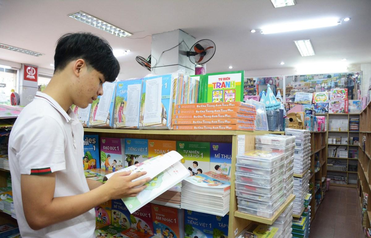 Việc xã hội hóa sách giáo khoa sẽ tạo sự canh tranh, nâng cao chất lượng sách. (Ảnh: PV/Vietnam+)