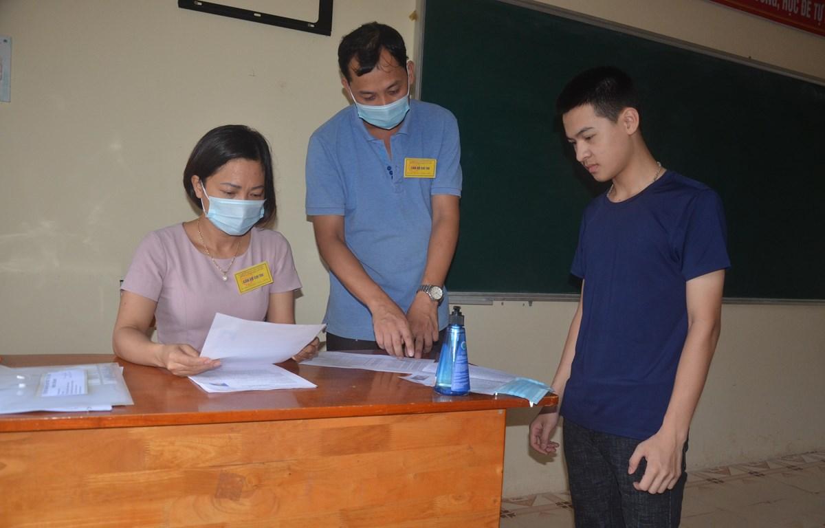 Thí sinh Lạng Sơn dự thi tại điểm thi Trung học phổ thông Tân Lập. (Ảnh: PV)