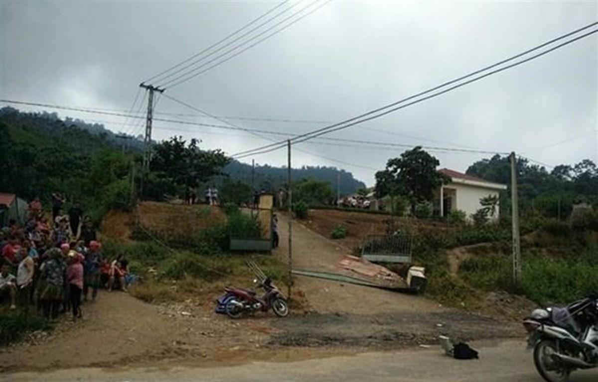 Hiện trường vụ việc thương tâm tại phân hiệu Bản Phung, Trường tiểu học Khánh Yên Thượng. (Ảnh: TTXVN)