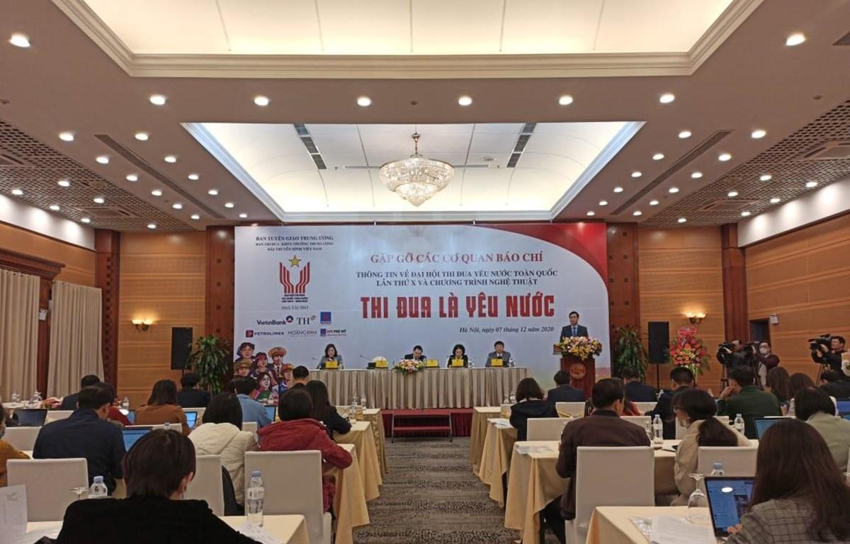 Ban tổ chức cung cấp thông tin tại buổi gặp gỡ báo chí. (Ảnh: Phạm Mai/Vietnam+)