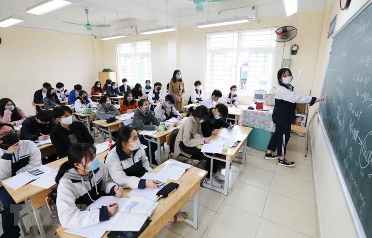Học sinh đeo khẩu trang trong lớp để phòng chống dịch COVID-19. (Ảnh: TTXVN)