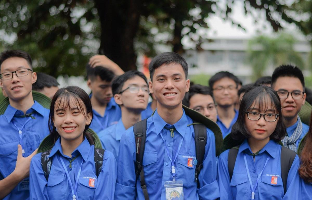 Đoàn viên thanh niên của Đại học Bách khoa Hà Nội trong màu áo xanh tình nguyện. (Ảnh: PV)