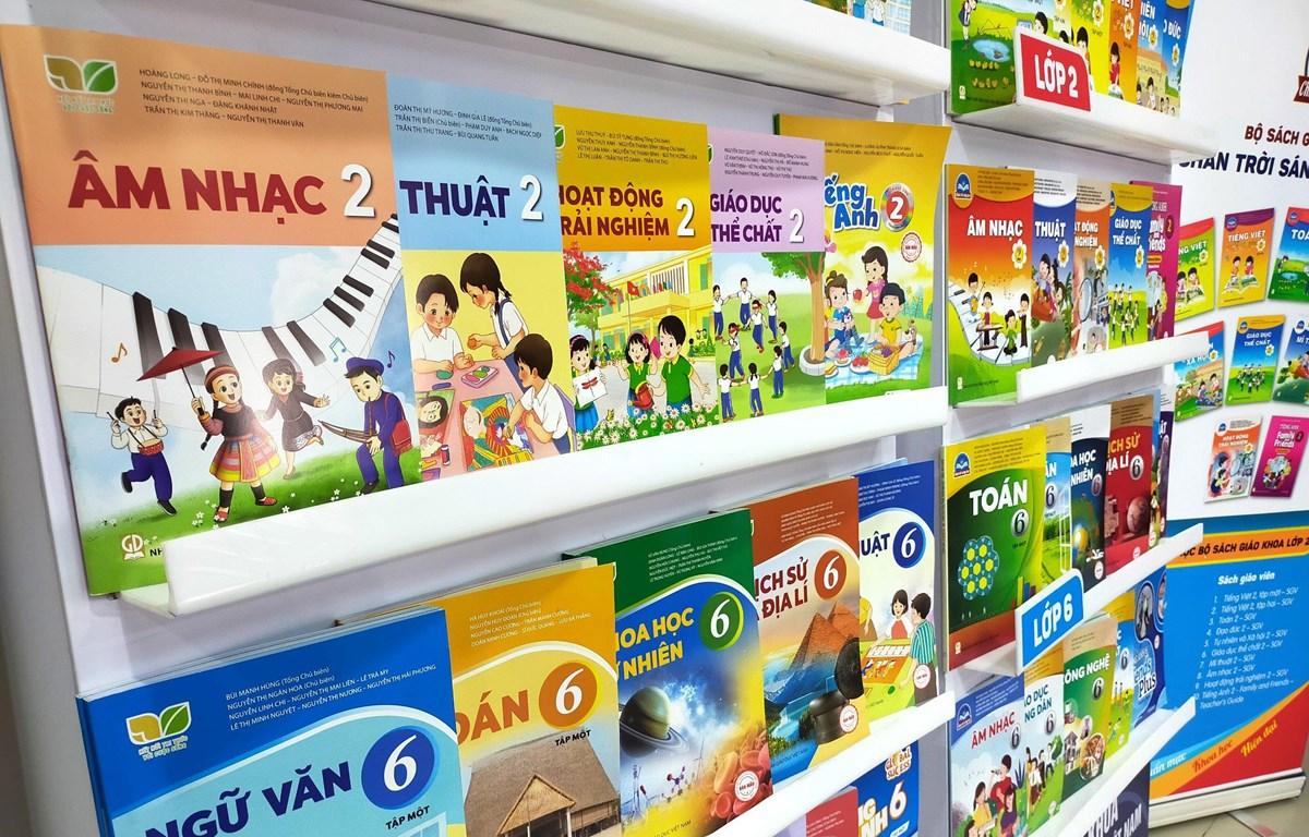 Sách giáo khoa lớp 2 và lớp 6 mới của Nhà xuất bản Giáo dục Việt Nam. (Ảnh: PV)