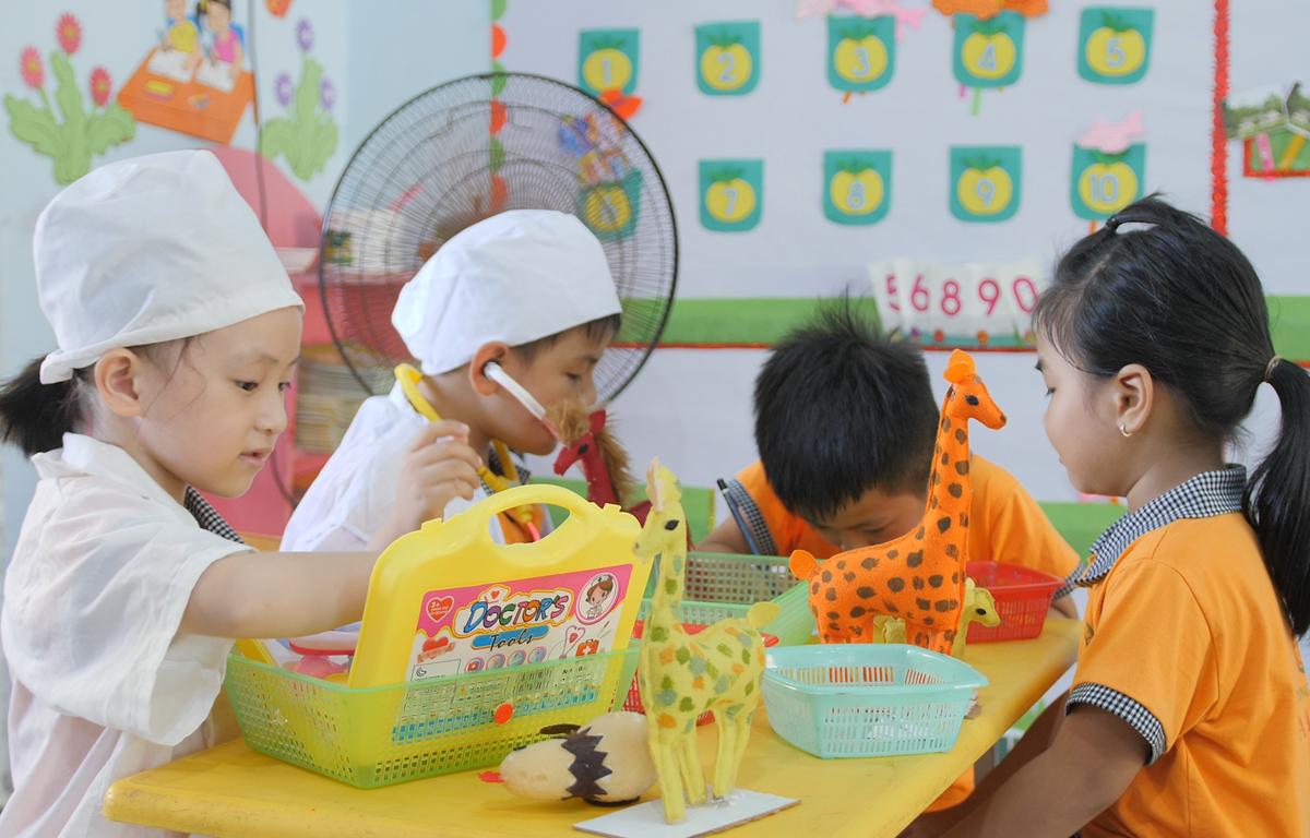 Các học sinh tham gia học theo mô hình dự án. (Ảnh: PV)