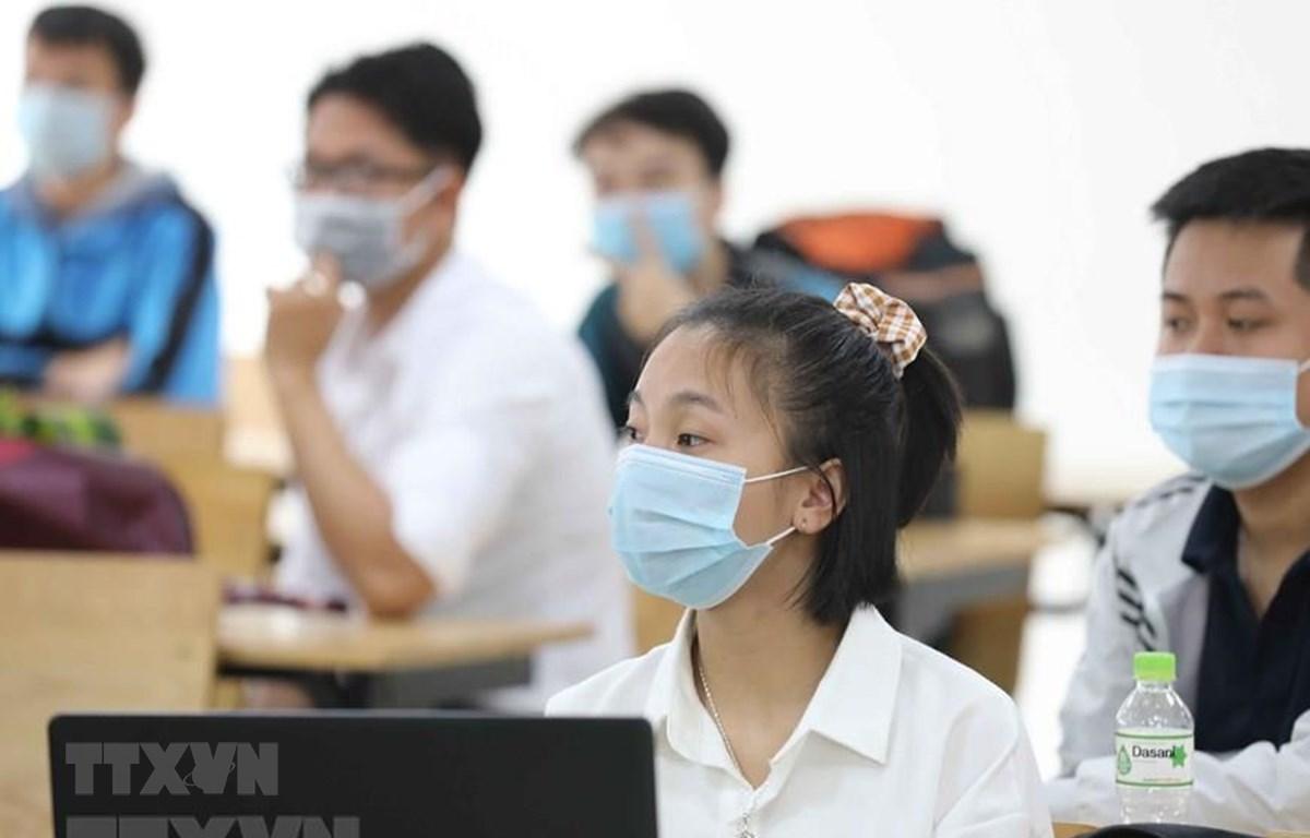 Học sinh đeo khẩu trang phòng dịch COVID-19. (Ảnh: TTXVN)