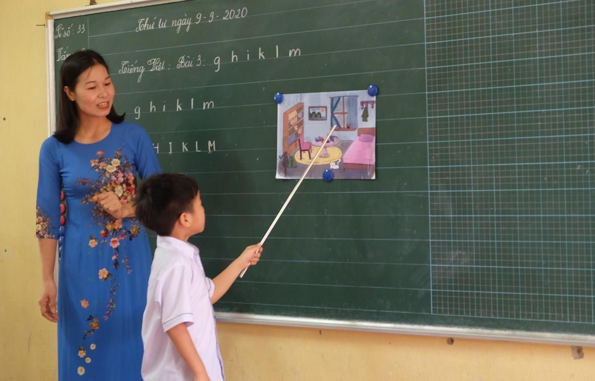 Năm học 2020-2021 là năm đầu tiên ngành giáo dục và đào tạo triển khai dạy chương trình giáo dục phổ thông mới, bắt đầu với lớp 1. (Ảnh: PV/Vietnam+)