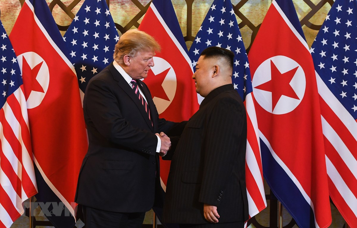 Ông Trump khen ông Kim trong cuộc gặp đầu tiên ở Metropole