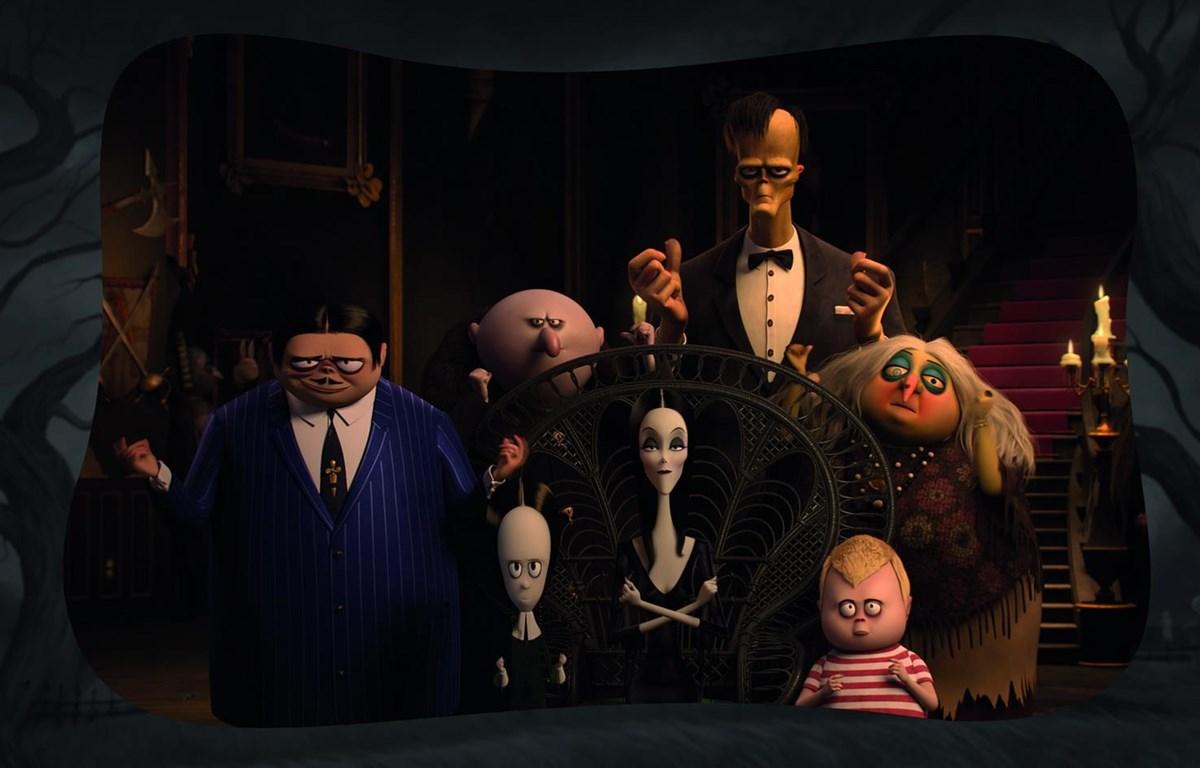 Tạo hình ấn tượng của các nhân vật trong Gia đình Addams.