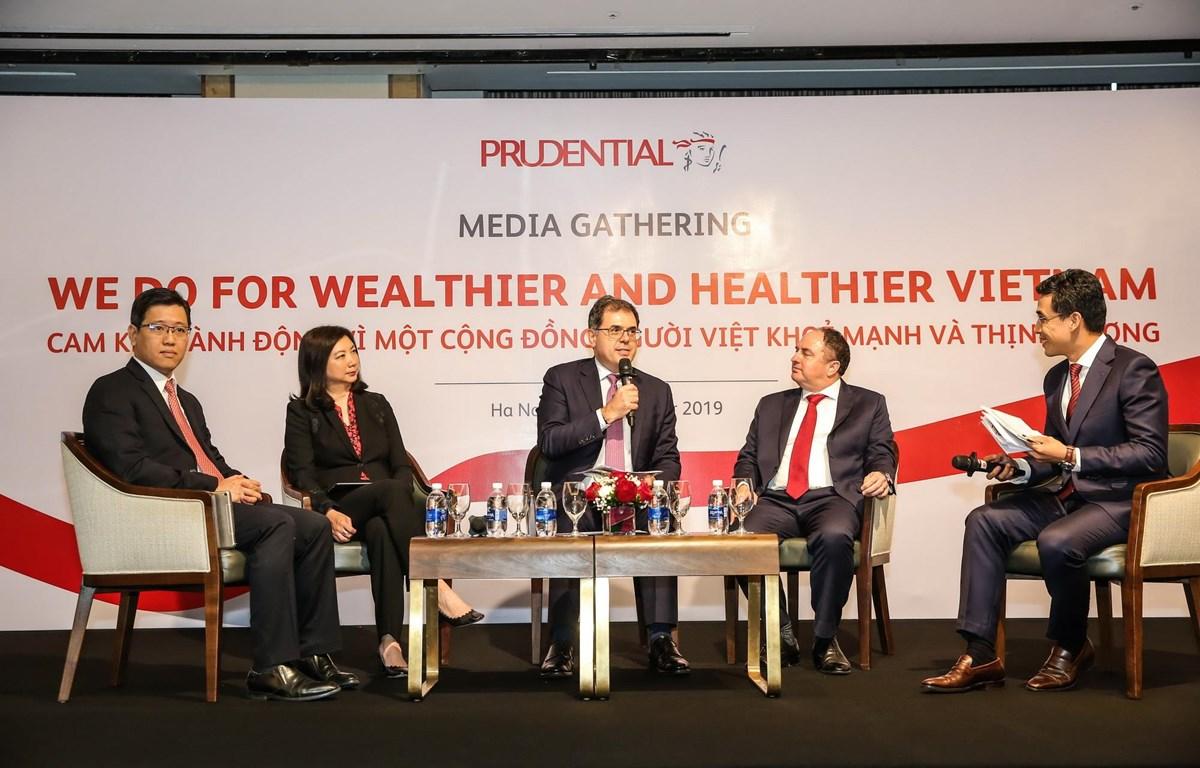 Đại diện các lãnh đạo của Prudential chia sẻ trong buổi Gặp gỡ báo chí.