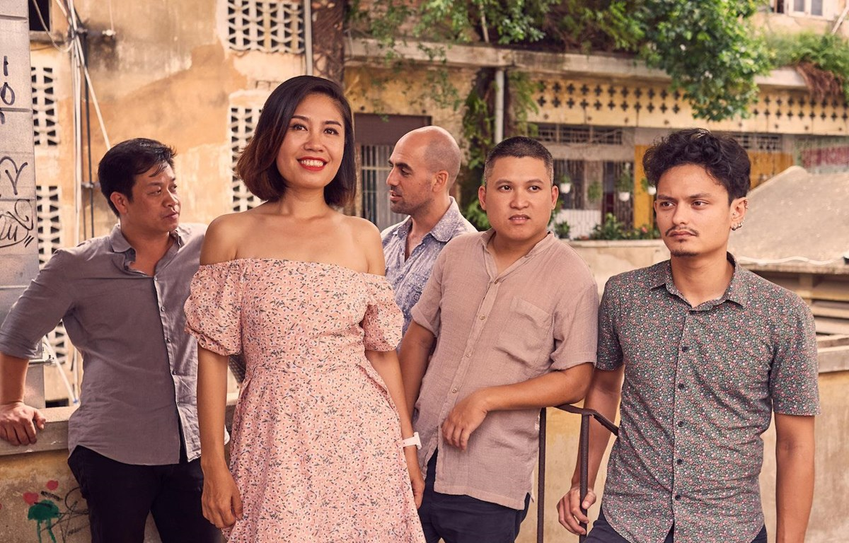 Nhóm nhạc đặc biệt gồm 5 thành viên đến từ Việt Nam, Pháp và Đảo Síp. (Ảnh: L'Espace)