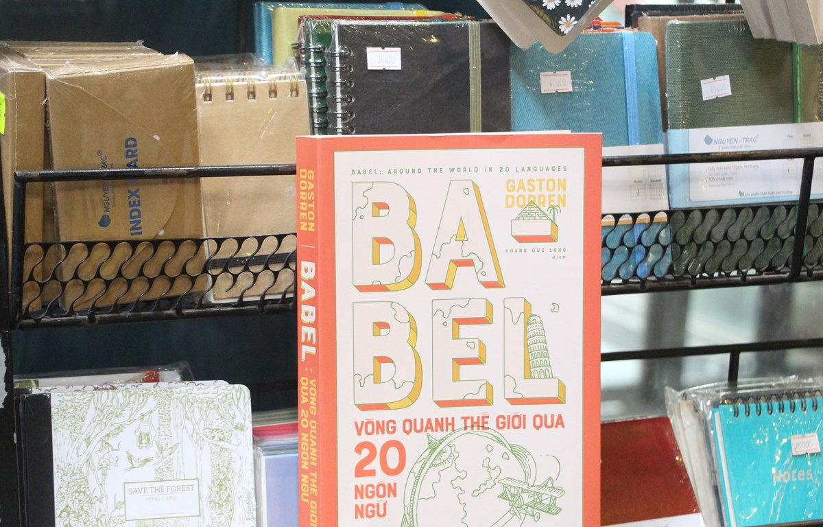 """Cuốn sách """"Babel: Vòng quanh thế giới qua 20 ngôn ngữ"""" là công trình của tác giả Gaston Dorren, một nhà ngôn ngữ học người Hà Lan. (Ảnh: Nhã Nam)"""