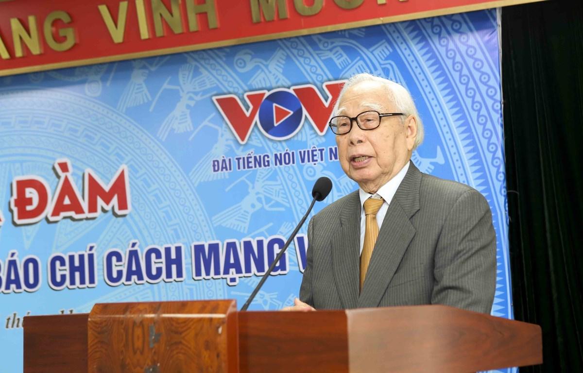 Nhà báo Phan Quang phát biểu tại một buổi tọa đàm do Hội Nhà báo Việt Nam tổ chức ngày 11/11. (Ảnh: Tuấn Đức/Vietnam+)
