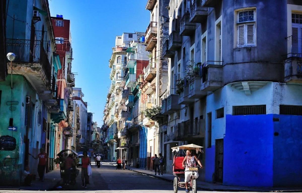 Đường phố ở La Habana, ảnh chụp của tác giả Nguyễn Việt Thanh.