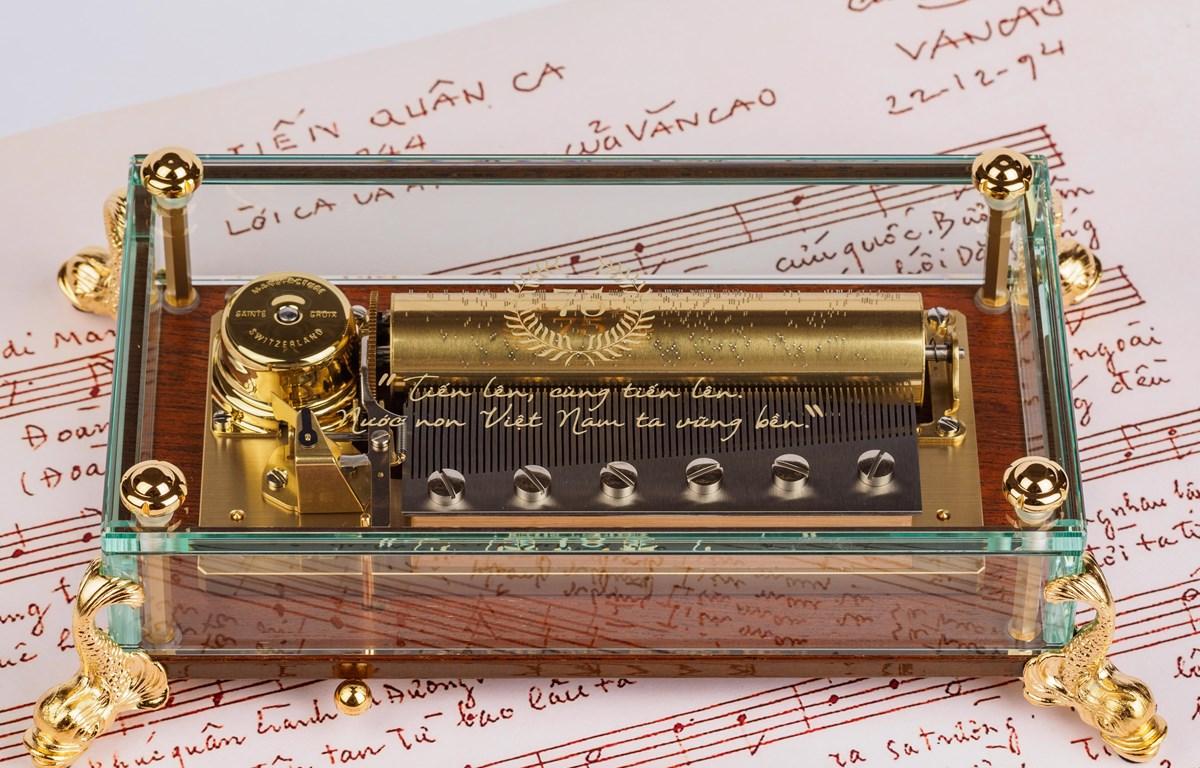 Chiếc hộp nhạc được hoàn thành vào đúng năm kỷ niệm 75 năm Quốc khánh Việt Nam. (Ảnh: Reuge)