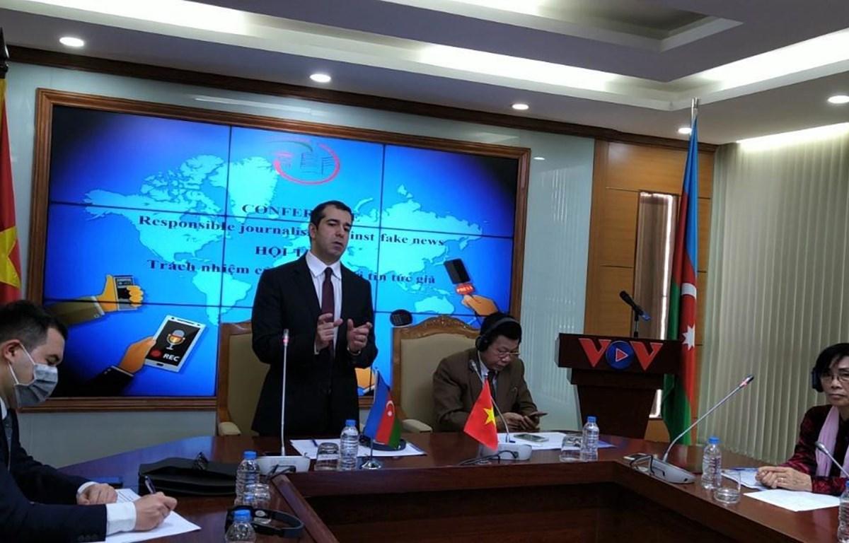 Đại sứ Azerbaijan Anar Imanov cho biết tin giả cũng là vấn đề nhức nhối tại đất nước mình. (Ảnh: Minh Thu/Vietnam+)