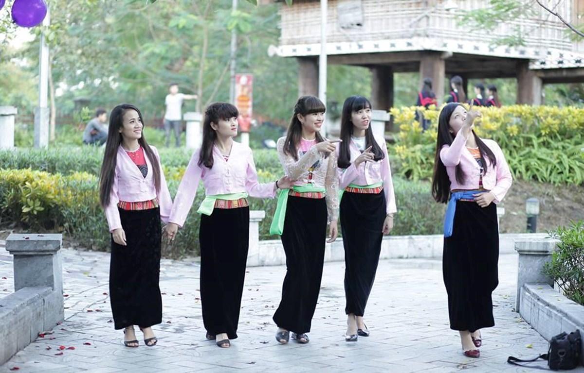 Những thiếu nữ Mường trong trang phục truyền thống. (Ảnh minh họa: Phạm Thiện)