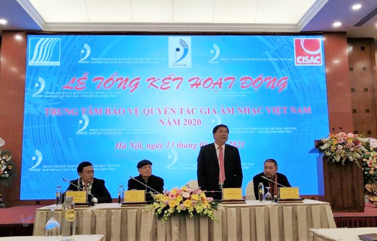 Nhạc sỹ Đinh Trung Cẩn phát biểu tại sự kiện. (Ảnh: Minh Thu/Vietnam+)