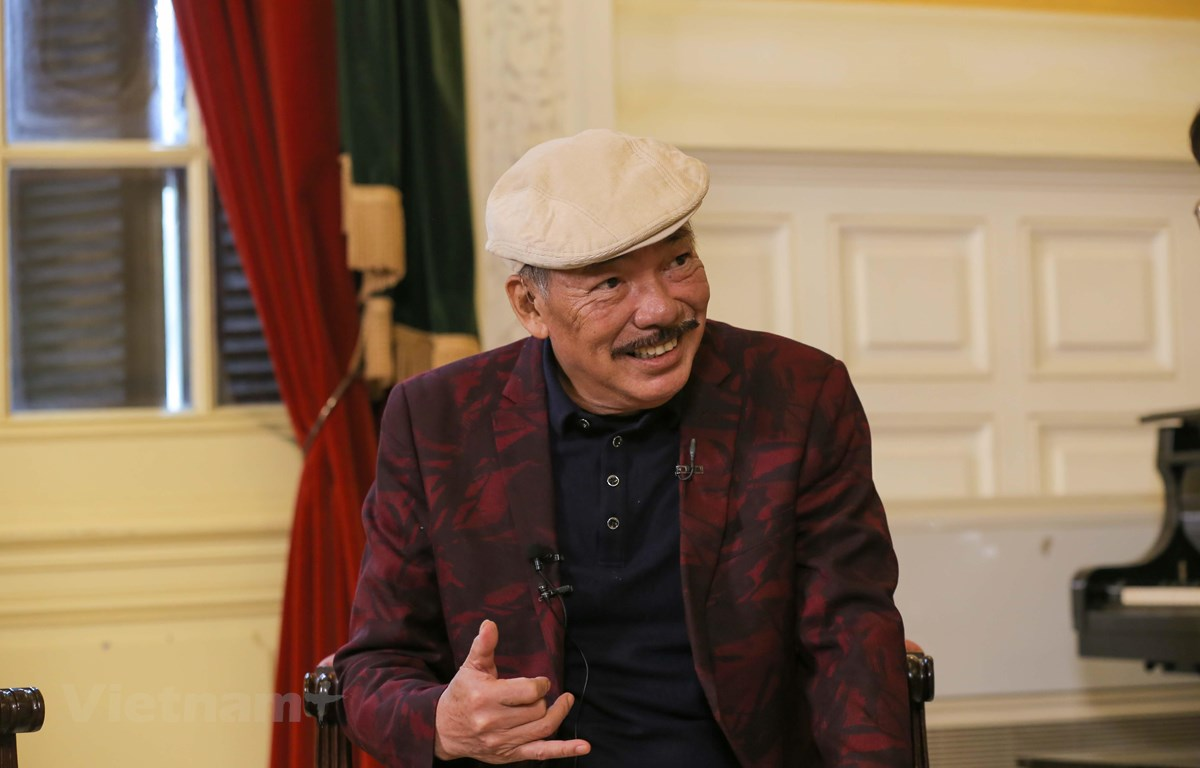 Nhạc sỹ Trần Tiến xuất hiện khỏe mạnh tại họp báo giới thiệu đêm nhạc. (Ảnh: PV/Vietnam+)