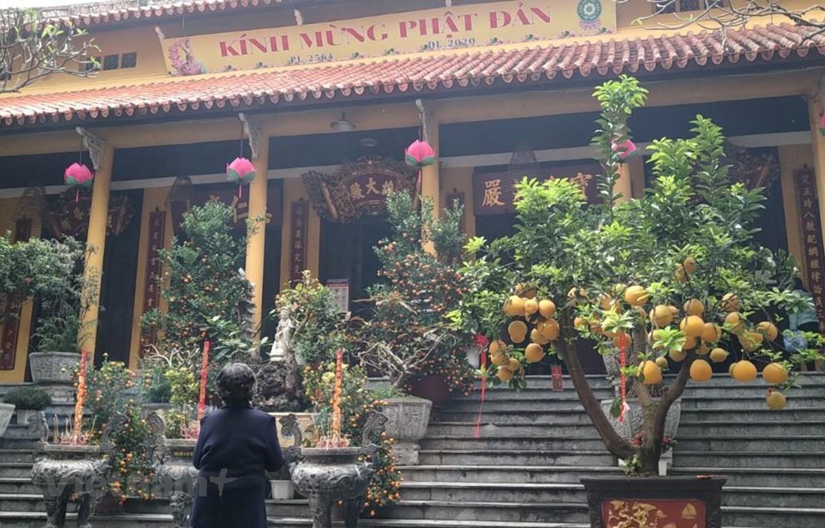 Chùa Quán Sứ mở cửa cho khách thập phương dâng hương lễ Phật ngày 8/3. (Ảnh: Minh Thu/Vietnam+)