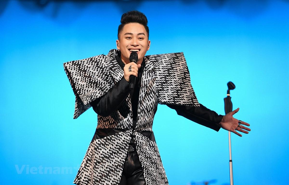 Ca sỹ Tùng Dương cho rằng nếu không có những sáng tạo đặc biệt thì người nghệ sỹ sẽ chỉ có những sản phẩm an toàn, không đột phá. (Ảnh: NVCC)