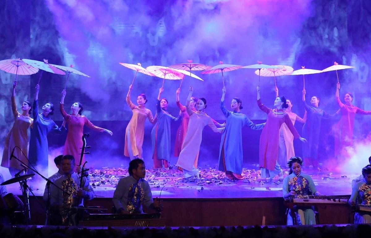 Một chương trình nghệ thuật tại Nhà hát lớn đầu năm 2021. (Ảnh: TTXVN)