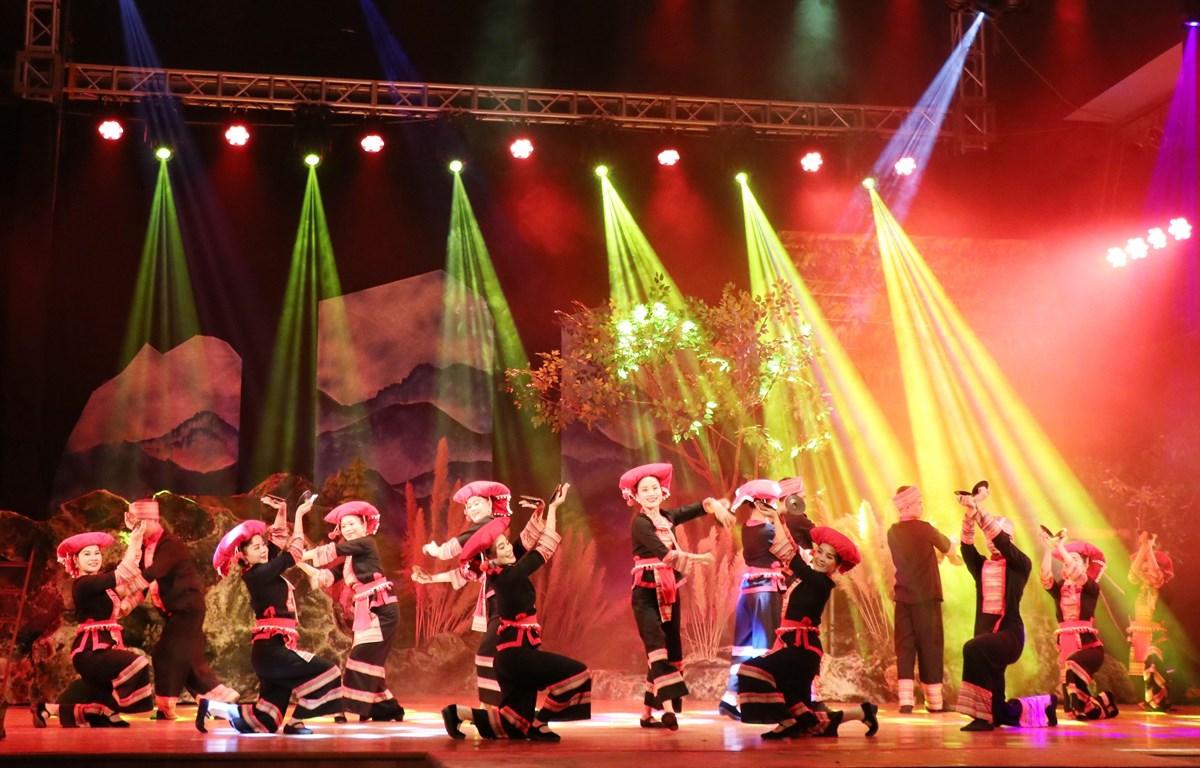 Theo kế hoạch của Bộ Văn hóa, Thể thao và Du lịch, các nhà hát trực thuộc Bộ sẽ tiến hành chuỗi chương trình nghệ thuật trực tuyến trong thời kỳ dịch bệnh bùng phát. (Ảnh minh họa: TTXVN)