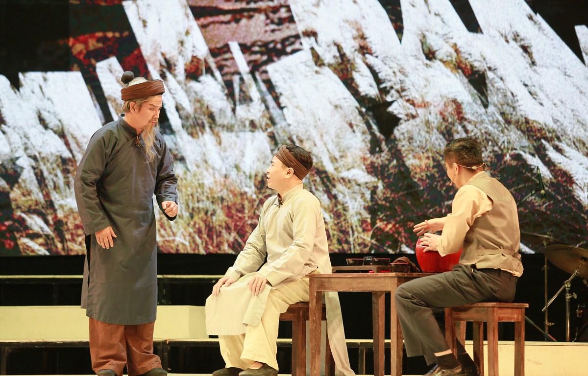 Một cảnh trong vở cải lương 'Hừng đông' do Nhà hát cải lương Việt Nam thực hiện, dựa trên kịch bản của phó giáo sư, tiến sĩ Nguyễn Thế Kỷ. (Ảnh: Minh Khánh/Vietnam+)