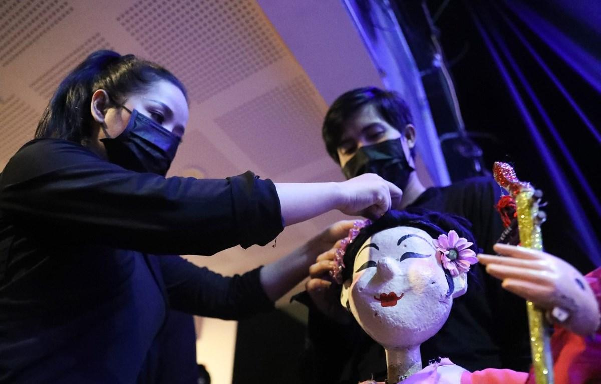 Ngay khi thành phố nới lỏng giãn cách, nghệ sỹ các nhà hát đang gấp rút chuẩn bị để trở lại phục vụ khán giả. (Ảnh: Nam Nguyễn/Vietnam+)