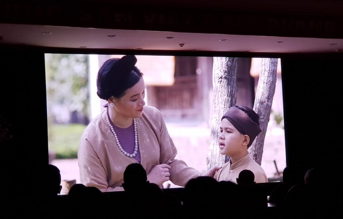 Một cảnh phim của hai nhân vật: bà Trần Thị Tần và Nguyễn Du ở độ 6-9 tuổi. (Ảnh: Minh Anh/Vietnam+)