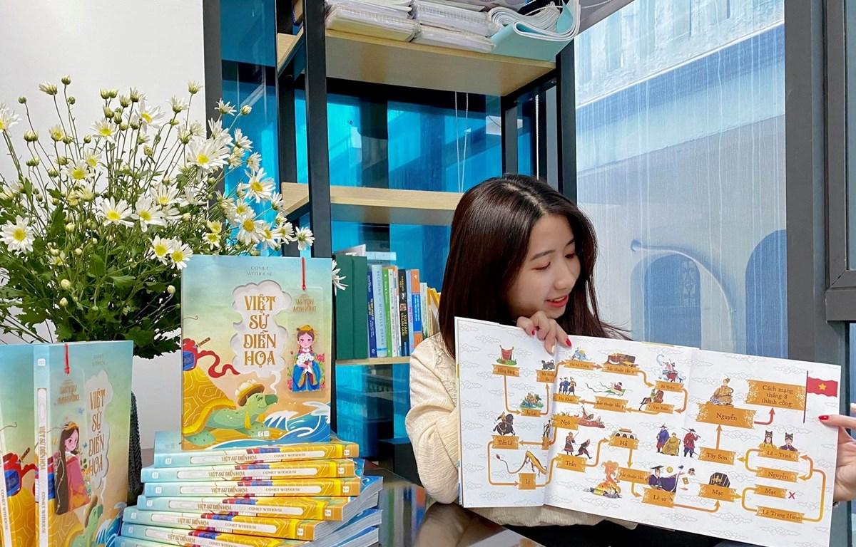 Đặng Thanh Huyên và cuốn sách đầu tay ''Việt sử diễn họa''. (Ảnh: NVCC)