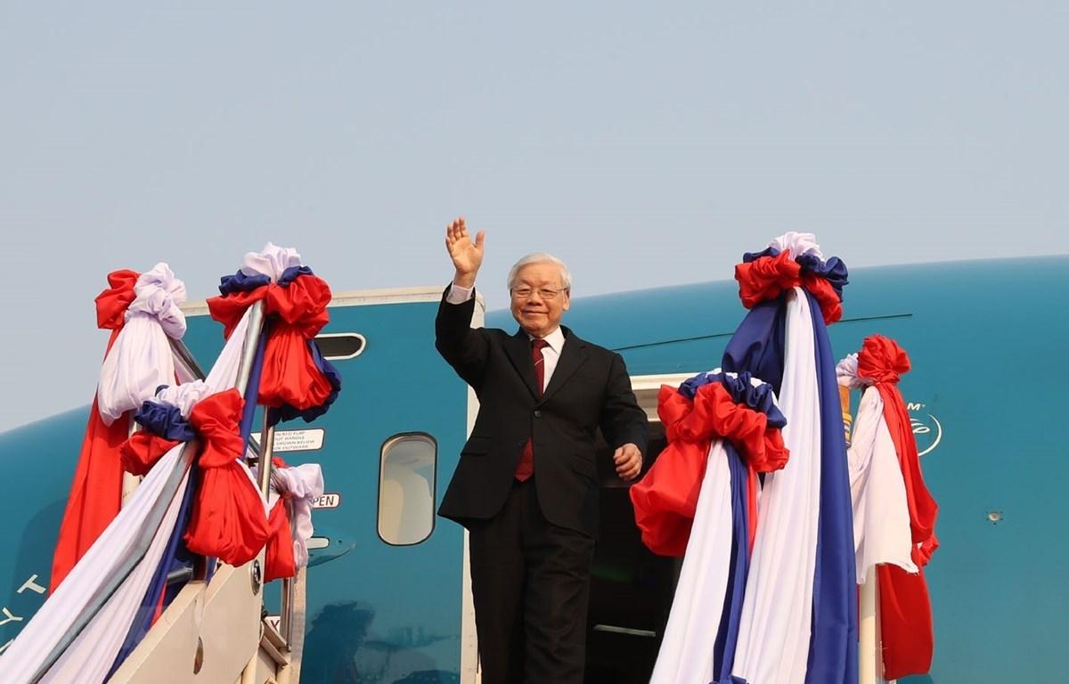 Tổng Bí thư, Chủ tịch nước Nguyễn Phú Trọng đến sân bay quốc tế Wattay, Thủ đô Vientiane. (Ảnh: Trí Dũng/TTXVN)